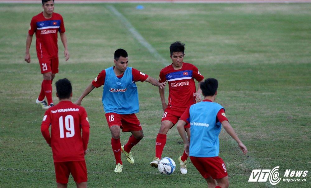 Miet mai tap sut, hang cong U23 Viet Nam van bi 'lac dau' hinh anh 2