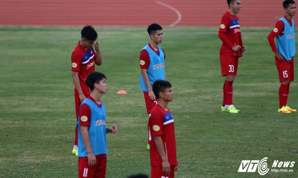 Miet mai tap sut, hang cong U23 Viet Nam van bi 'lac dau' hinh anh 3