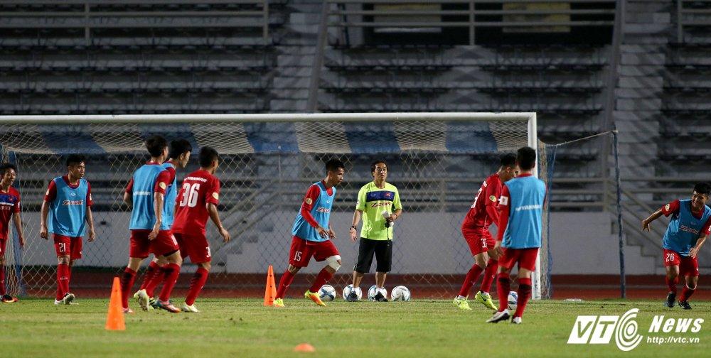 Miet mai tap sut, hang cong U23 Viet Nam van bi 'lac dau' hinh anh 7