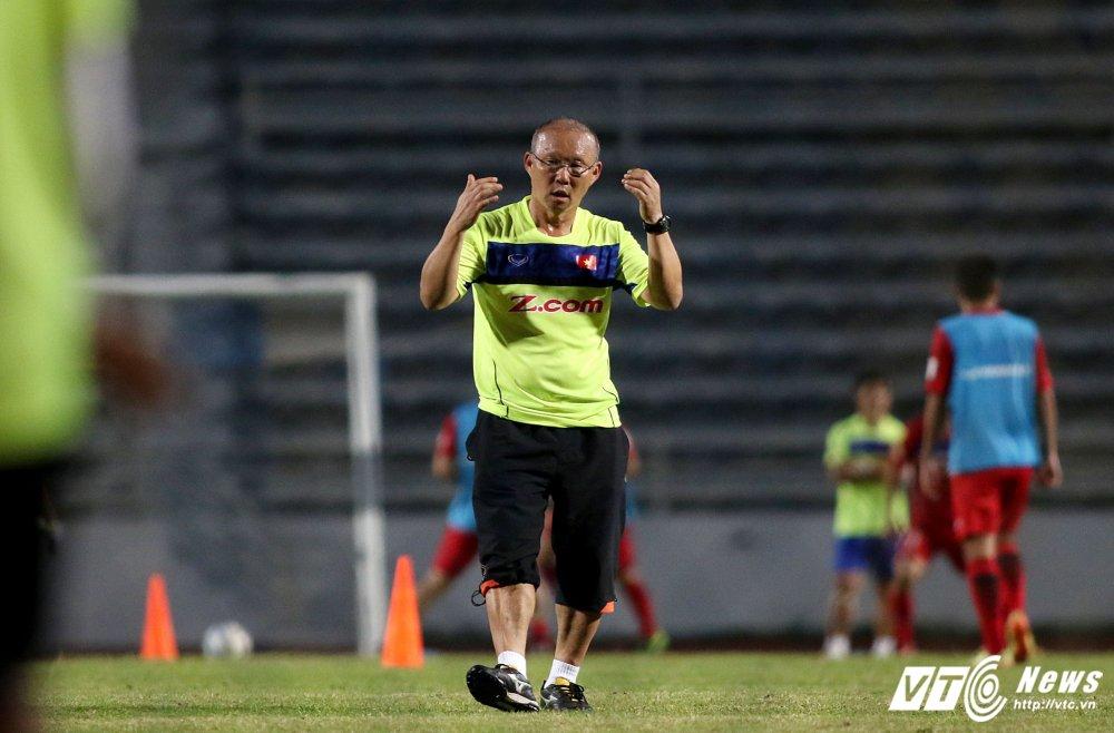 Miet mai tap sut, hang cong U23 Viet Nam van bi 'lac dau' hinh anh 11