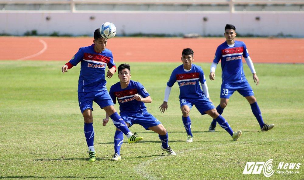 Sut qua toi, Cong Phuong bi thay Park Hang Seo 'phat' tap rieng hinh anh 12