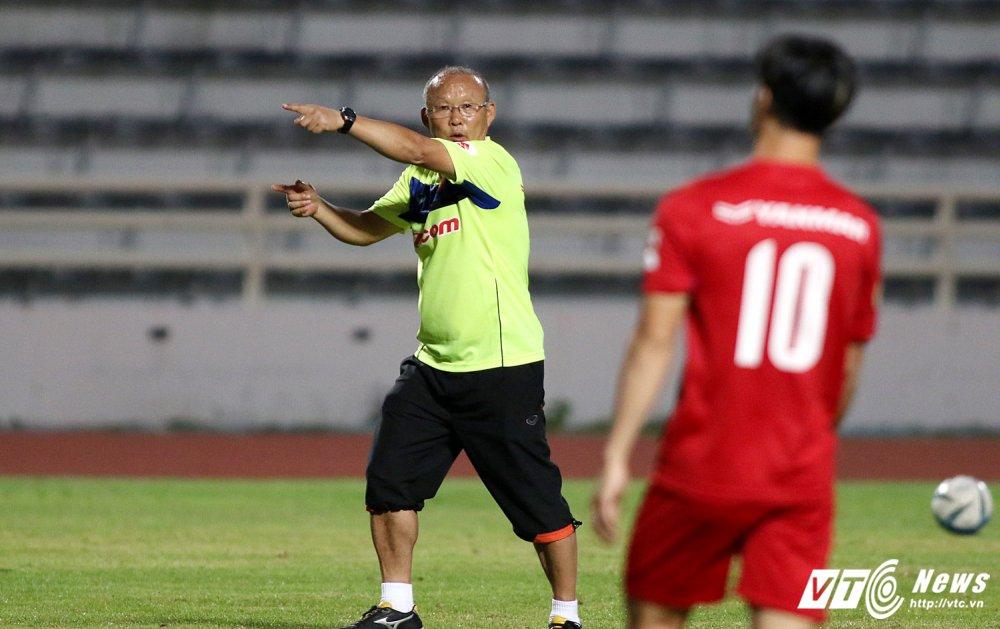 Sut qua toi, Cong Phuong bi thay Park Hang Seo 'phat' tap rieng hinh anh 4