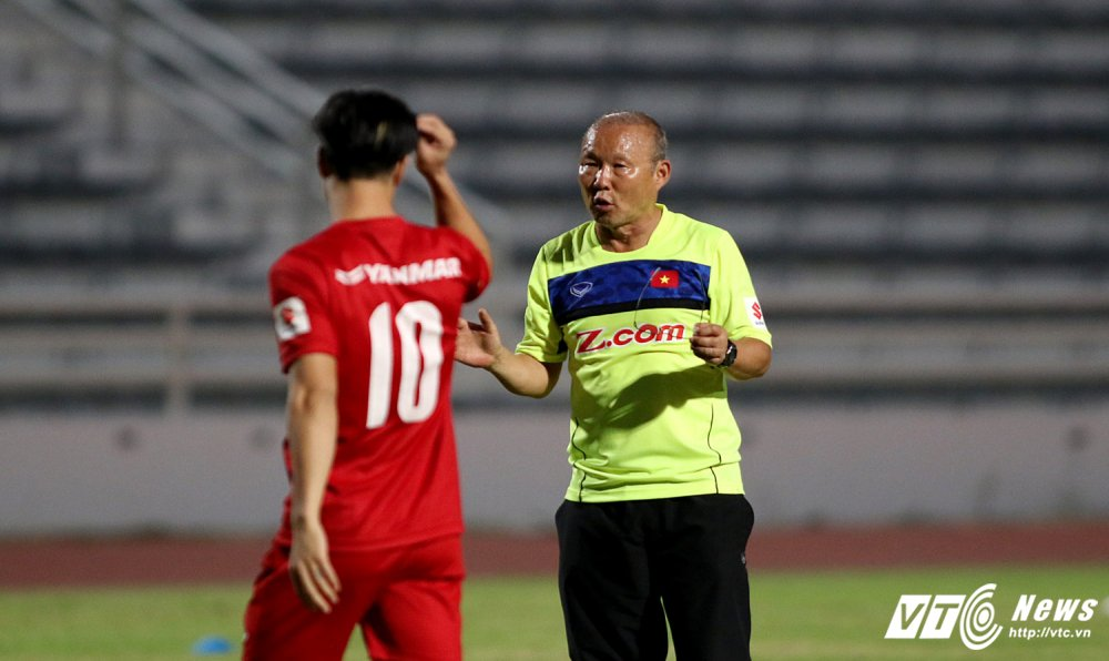 Sut qua toi, Cong Phuong bi thay Park Hang Seo 'phat' tap rieng hinh anh 5