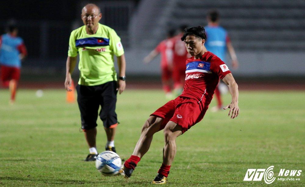 Sut qua toi, Cong Phuong bi thay Park Hang Seo 'phat' tap rieng hinh anh 6