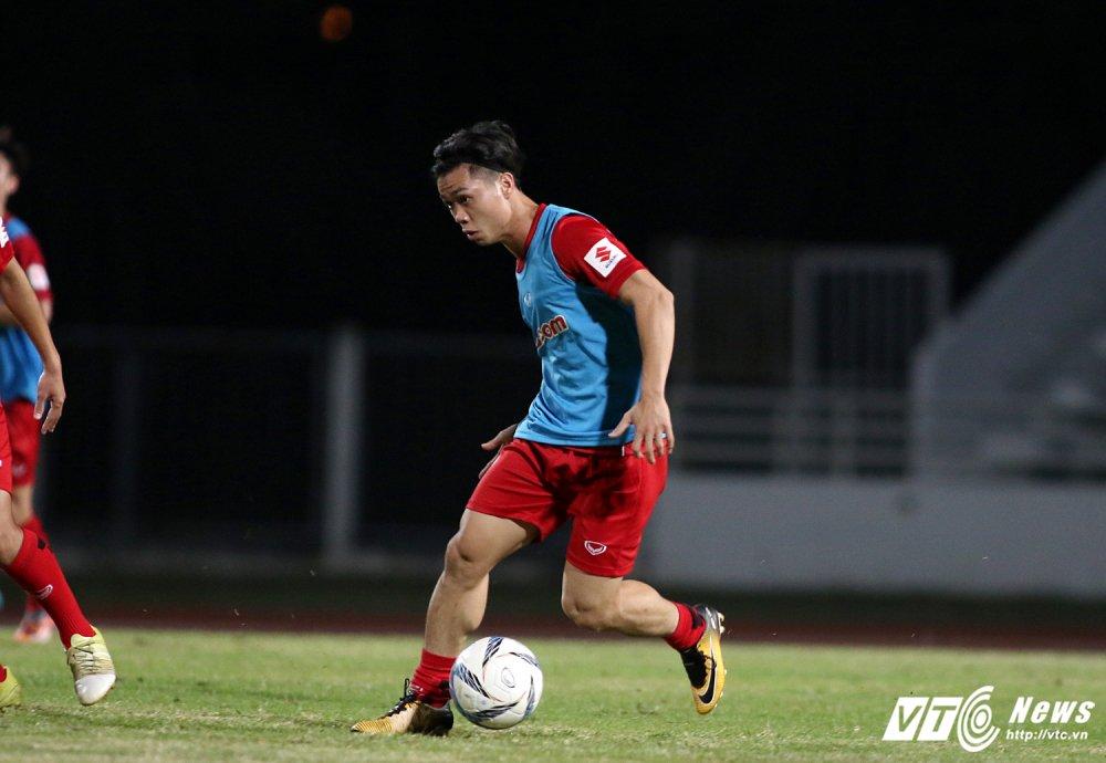 Sut qua toi, Cong Phuong bi thay Park Hang Seo 'phat' tap rieng hinh anh 7