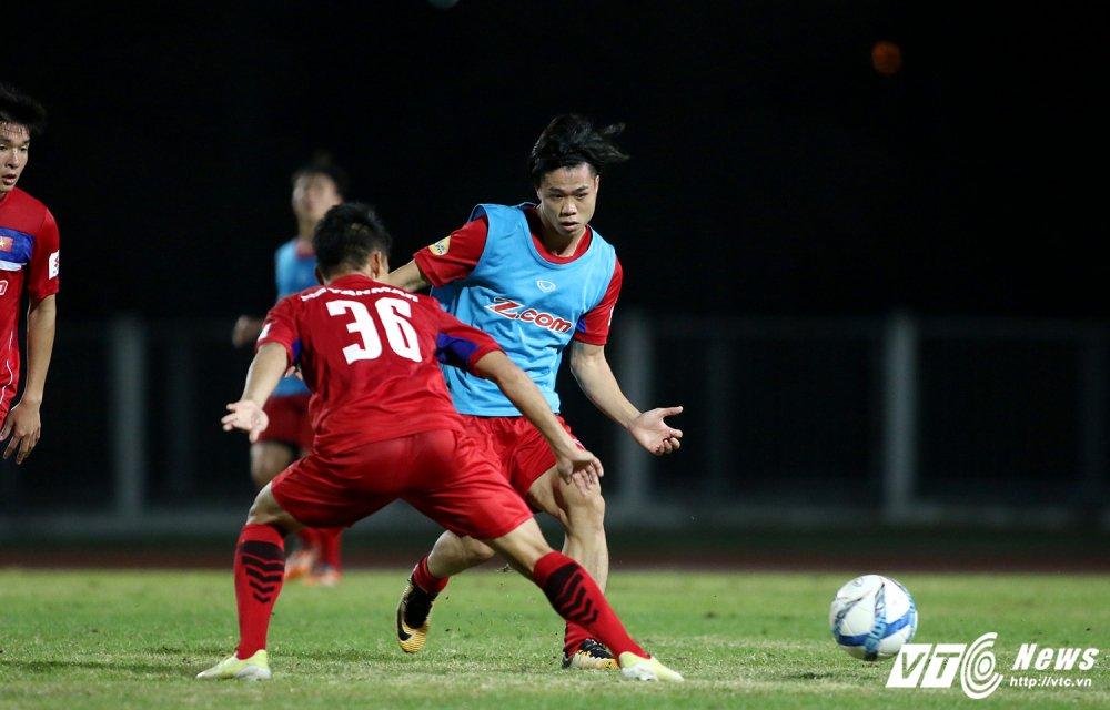 Sut qua toi, Cong Phuong bi thay Park Hang Seo 'phat' tap rieng hinh anh 8