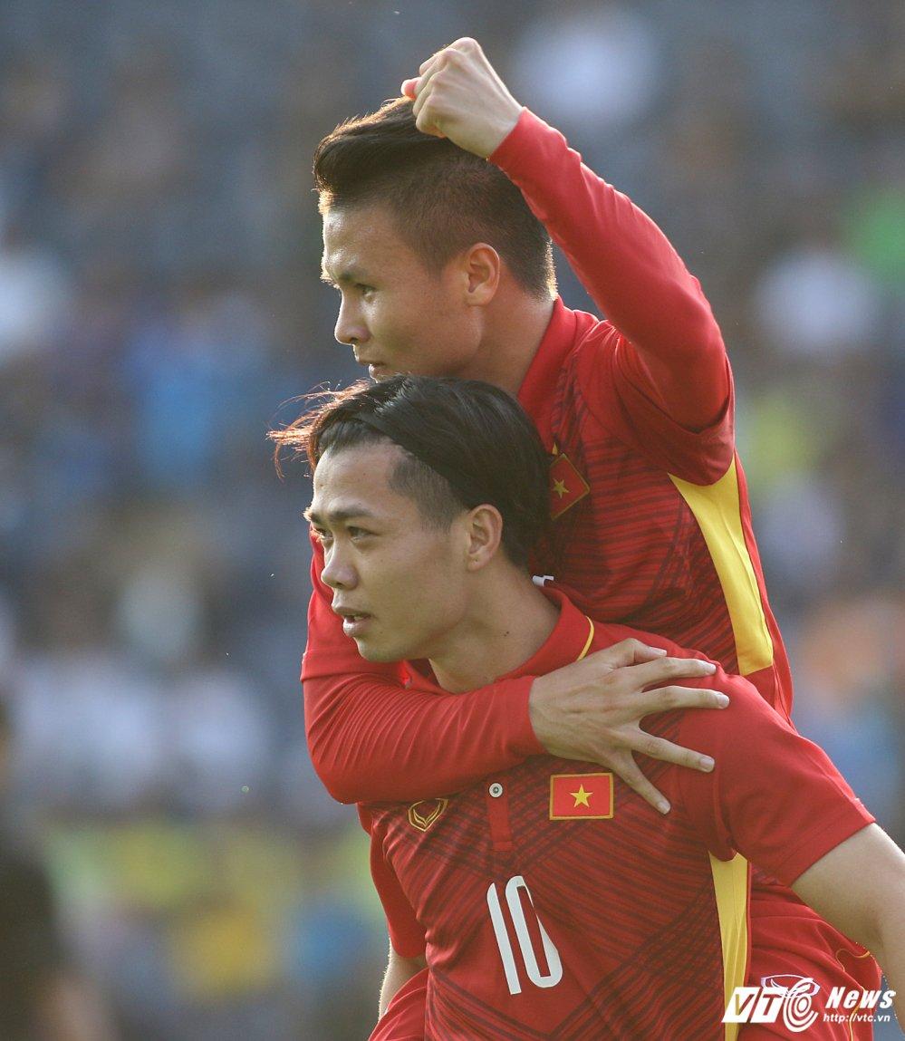 Thang U23 Thai Lan, HLV Park Hang Seo nhay cang vui suong hinh anh 11