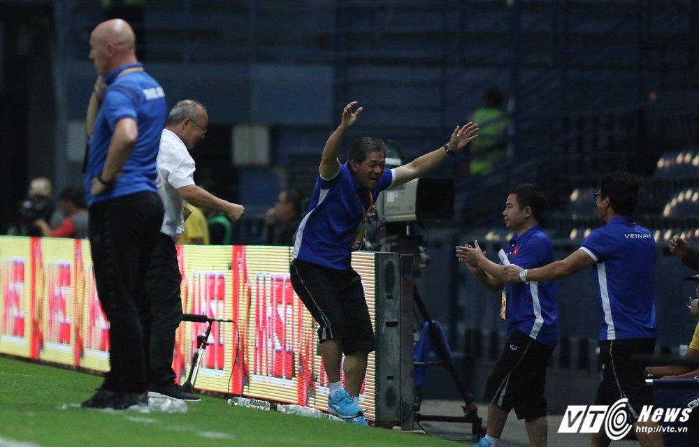 Thang U23 Thai Lan, HLV Park Hang Seo nhay cang vui suong hinh anh 3
