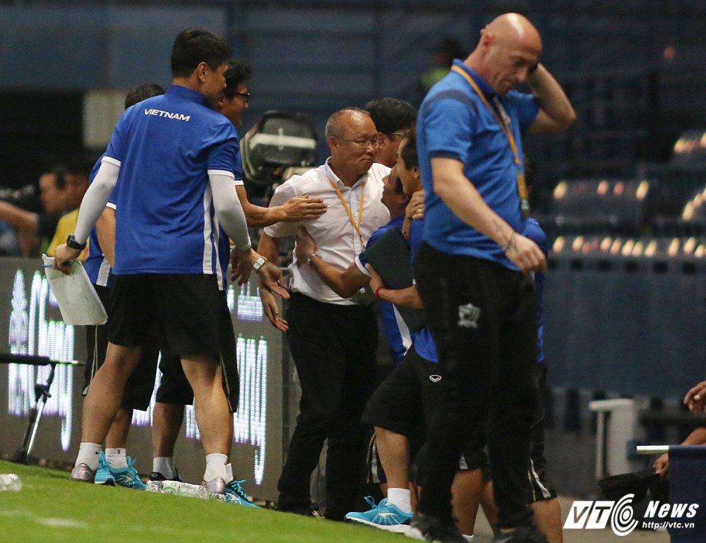 Thang U23 Thai Lan, HLV Park Hang Seo nhay cang vui suong hinh anh 4