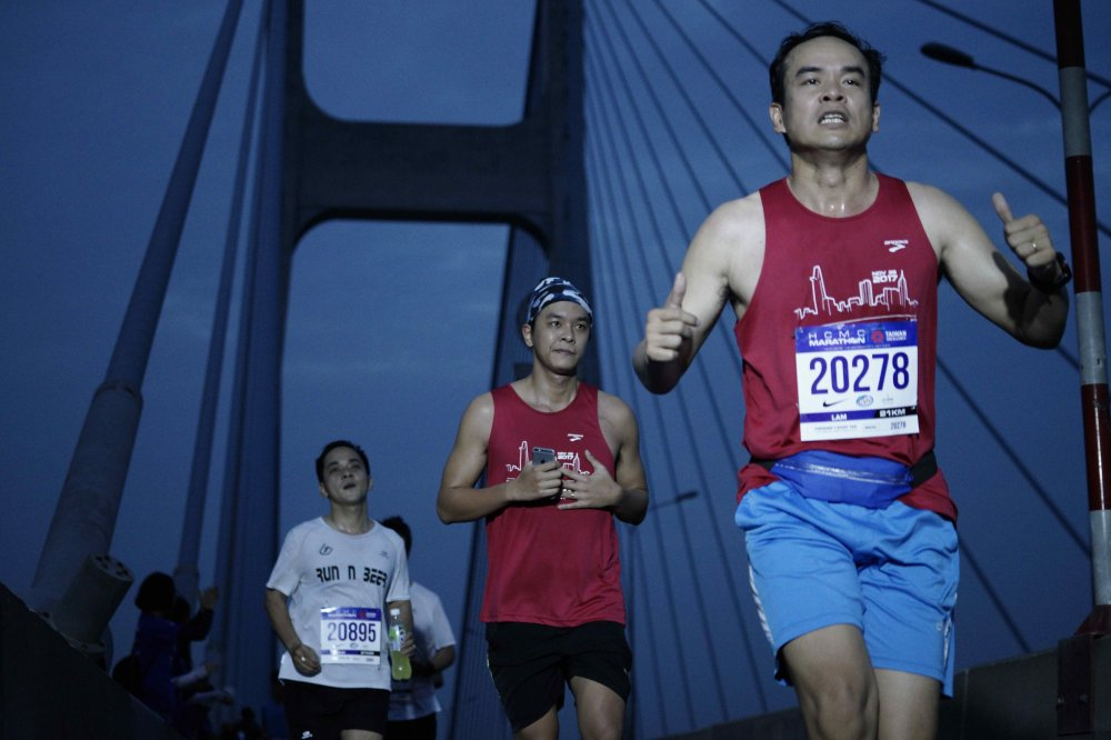 A hau Duong Tu Anh tranh tai giai Marathon TPHCM 2018 hinh anh 9