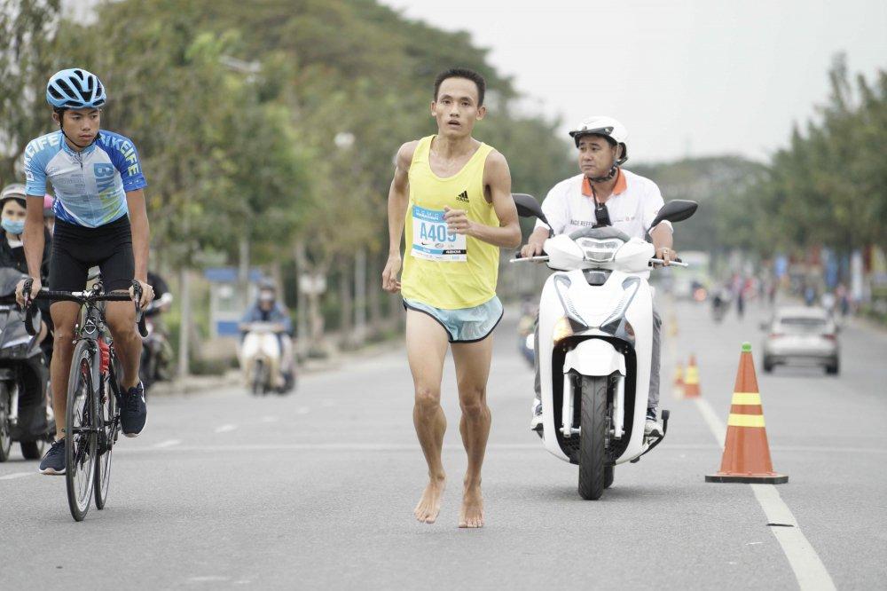 A hau Duong Tu Anh tranh tai giai Marathon TPHCM 2018 hinh anh 11