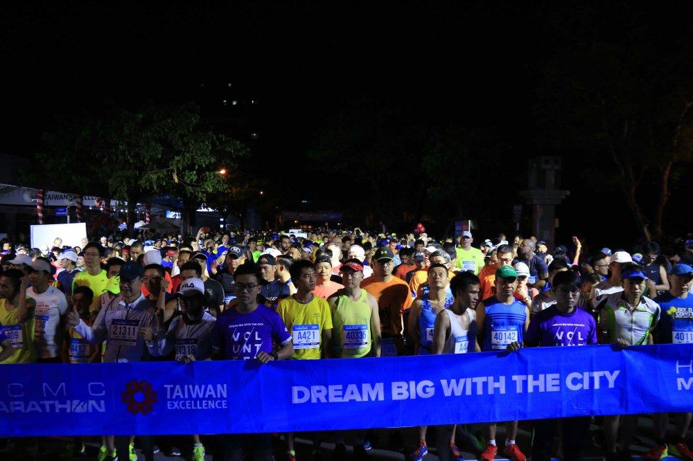 A hau Duong Tu Anh tranh tai giai Marathon TPHCM 2018 hinh anh 8