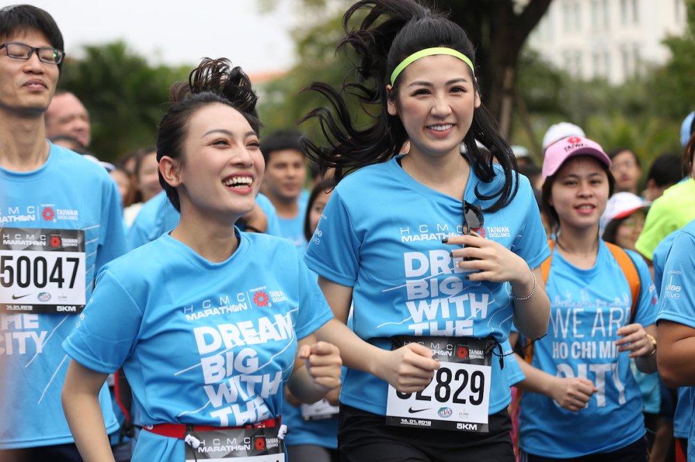 A hau Duong Tu Anh tranh tai giai Marathon TPHCM 2018 hinh anh 5