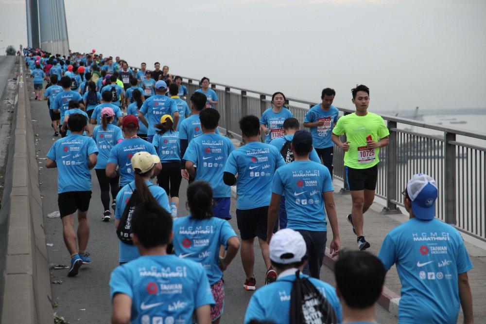A hau Duong Tu Anh tranh tai giai Marathon TPHCM 2018 hinh anh 6