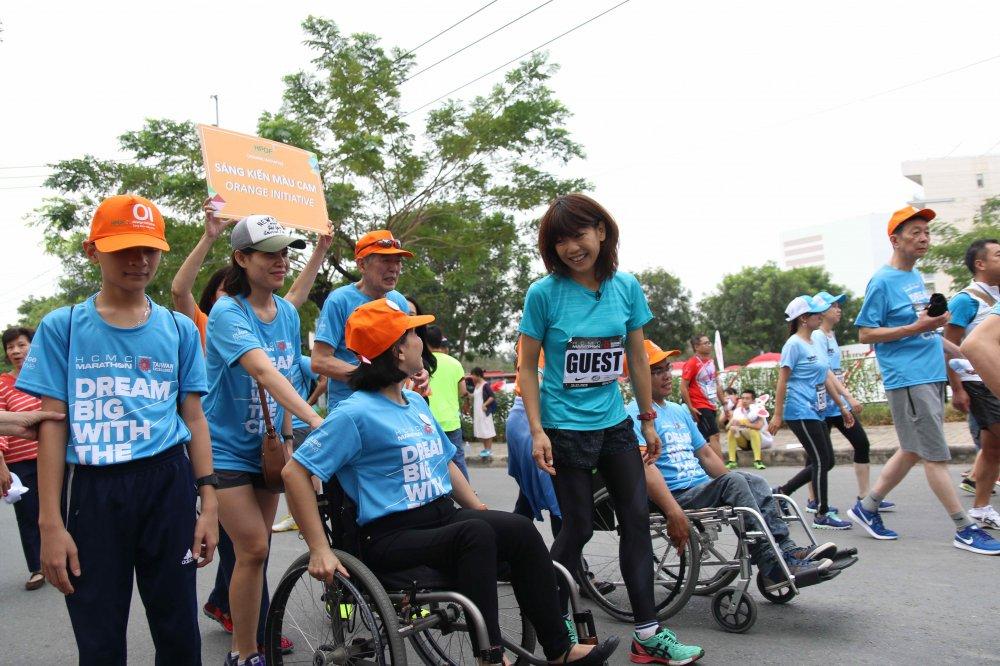A hau Duong Tu Anh tranh tai giai Marathon TPHCM 2018 hinh anh 2