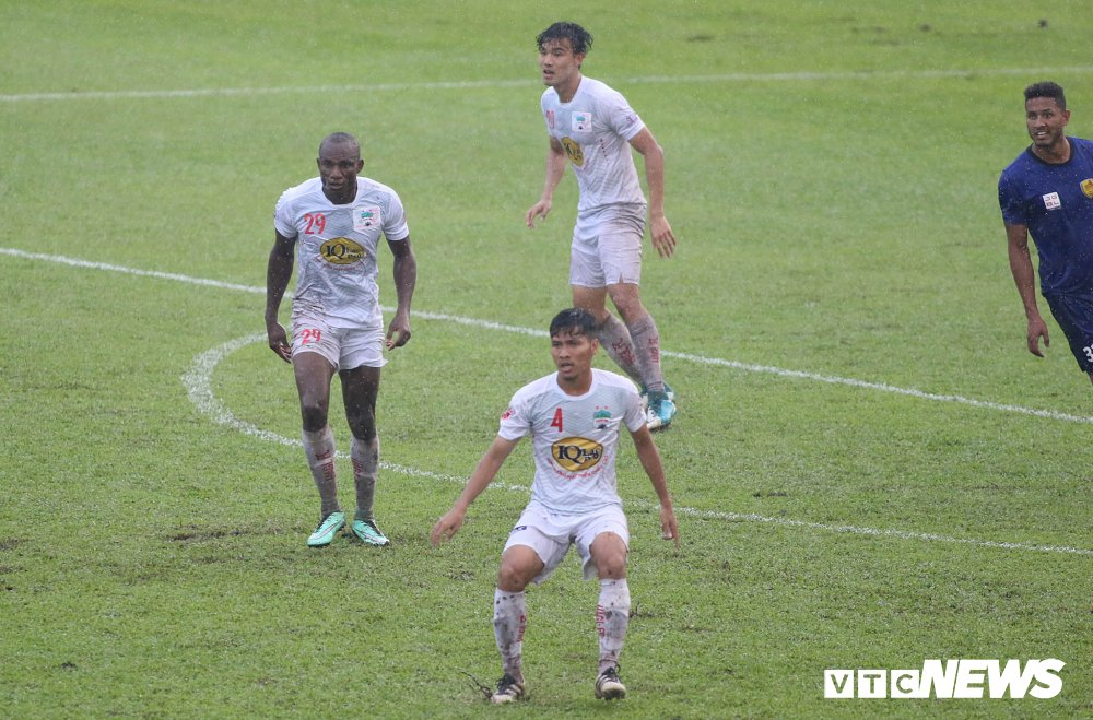 Tuan Anh tro lai, HAGL thang nguoc DKVD V-League 2017 hinh anh 11
