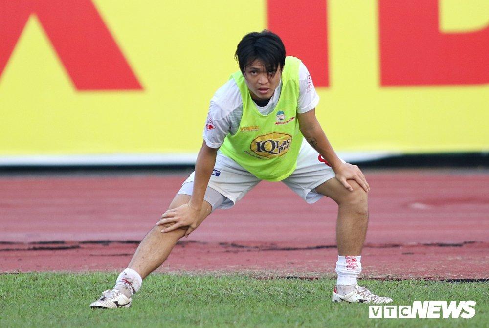 Tuan Anh tro lai, HAGL thang nguoc DKVD V-League 2017 hinh anh 1
