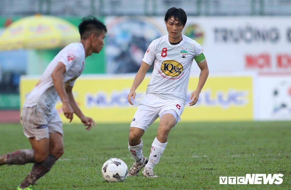Tuan Anh tro lai, HAGL thang nguoc DKVD V-League 2017 hinh anh 7