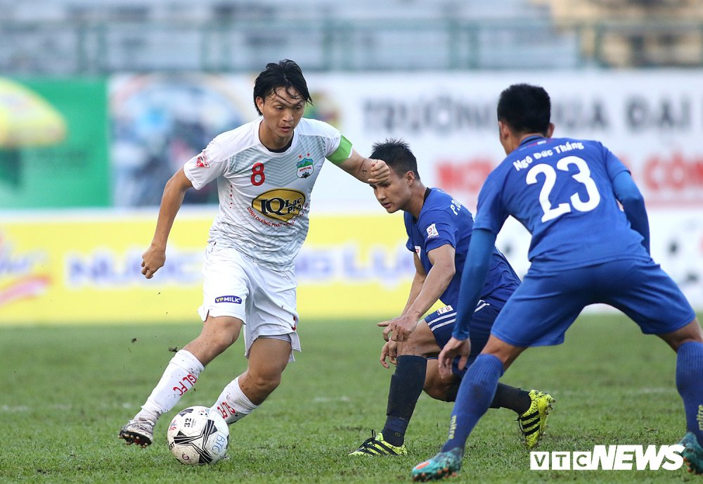 Tuan Anh tro lai, HAGL thang nguoc DKVD V-League 2017 hinh anh 3