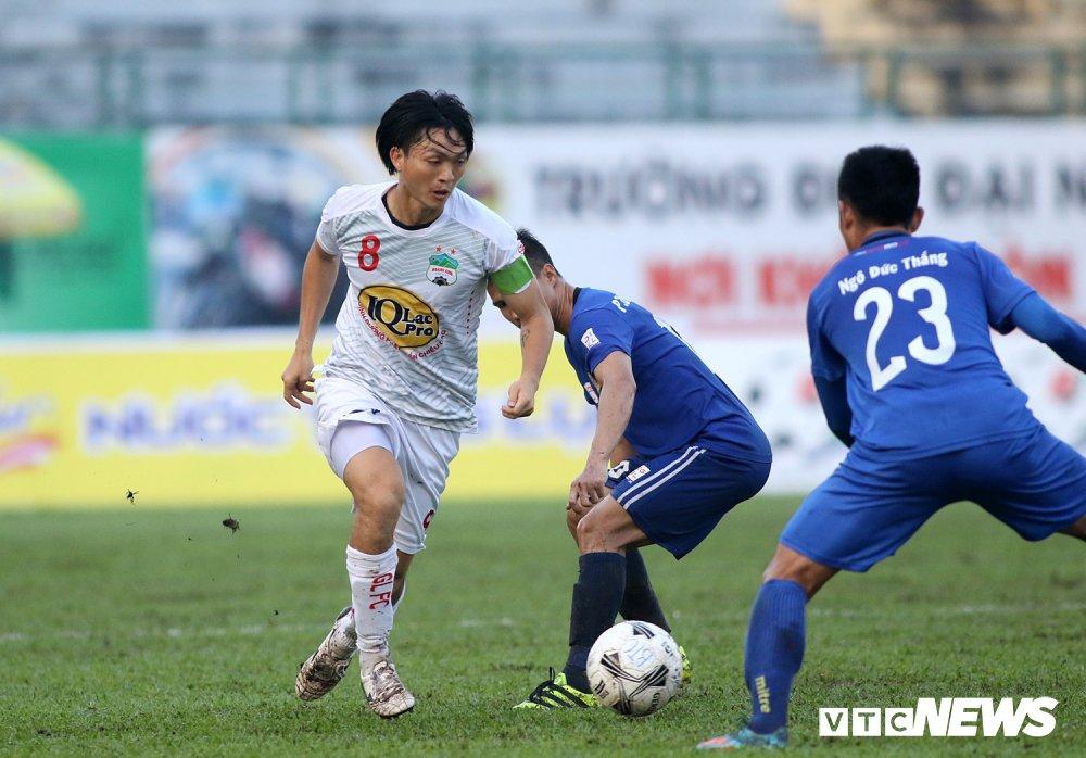 Tuan Anh tro lai, HAGL thang nguoc DKVD V-League 2017 hinh anh 4