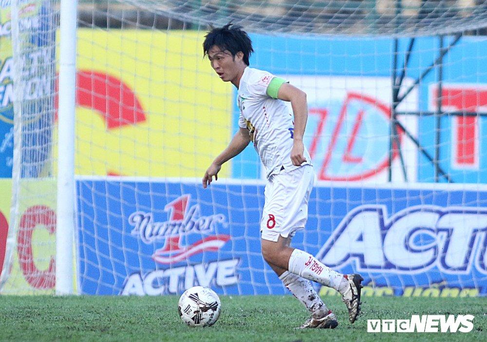 Tuan Anh tro lai, HAGL thang nguoc DKVD V-League 2017 hinh anh 2