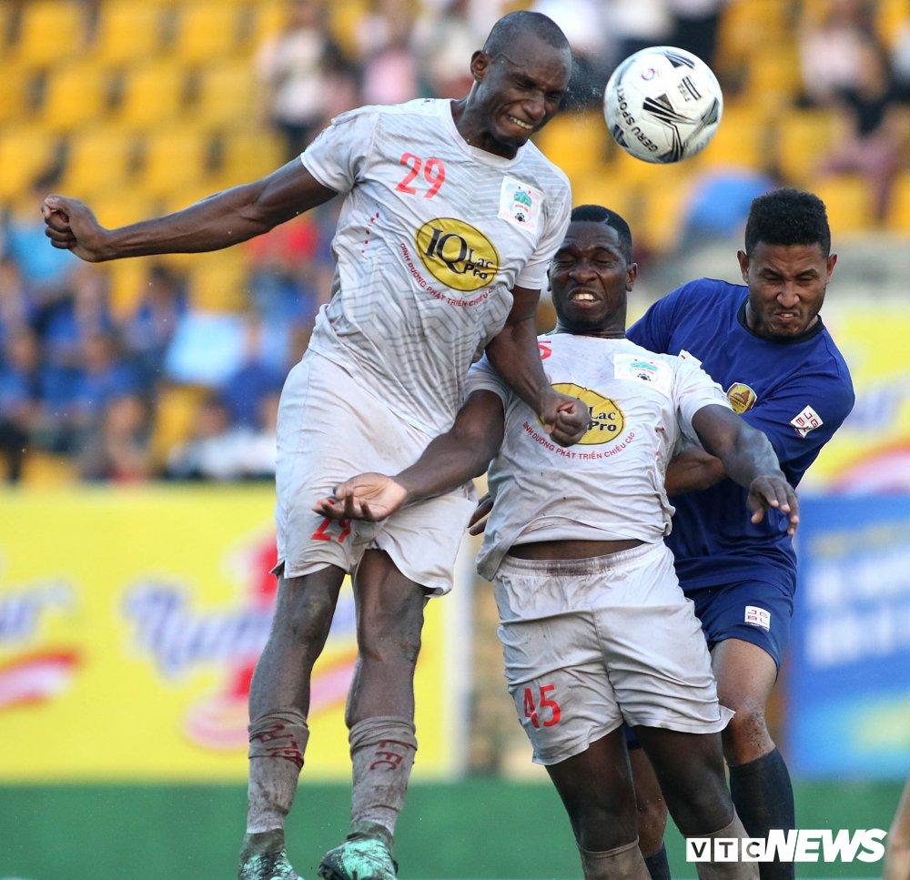 Tuan Anh tro lai, HAGL thang nguoc DKVD V-League 2017 hinh anh 8