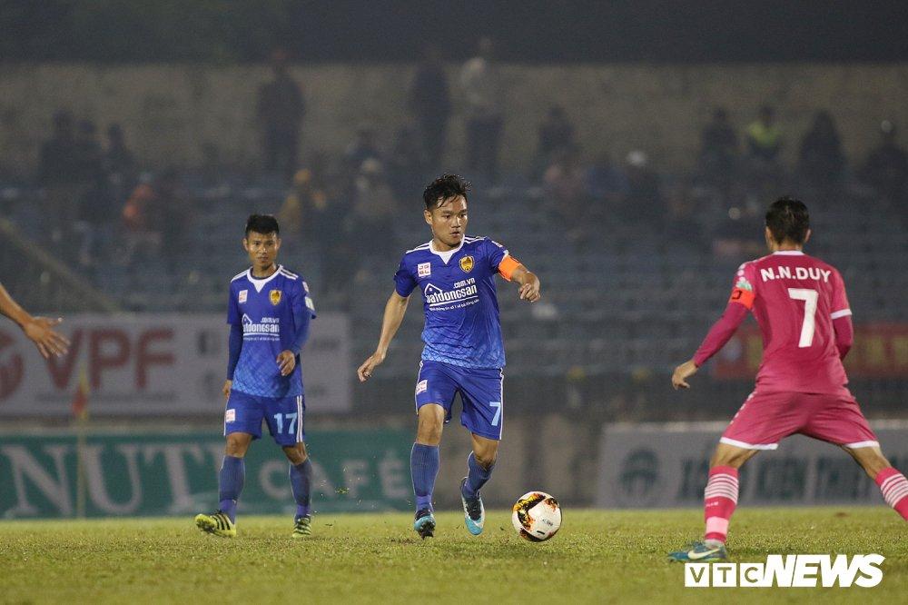 NutiCafe V-League 2018: DKVD Quang Nam danh roi chien thang ngay khai mac hinh anh 11