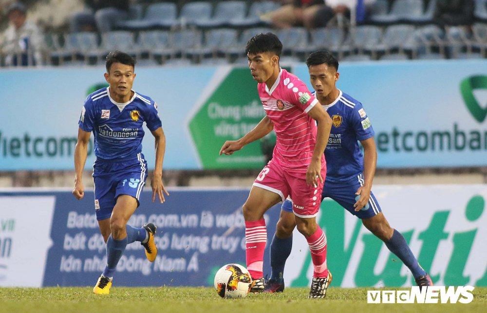 NutiCafe V-League 2018: DKVD Quang Nam danh roi chien thang ngay khai mac hinh anh 7
