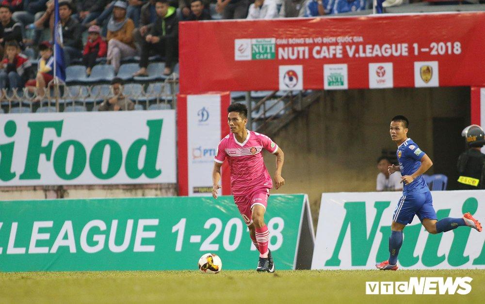 NutiCafe V-League 2018: DKVD Quang Nam danh roi chien thang ngay khai mac hinh anh 8