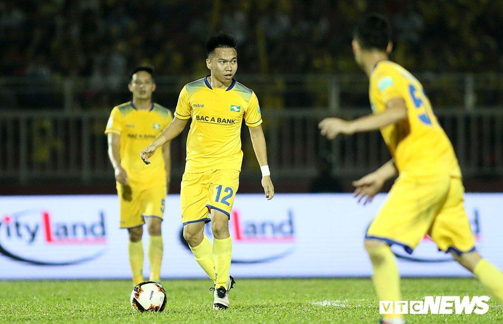 'Ronaldo Viet Nam' am uc khoc trong ngay doi Cong Vinh lam dieu chua tung co o V-League hinh anh 9