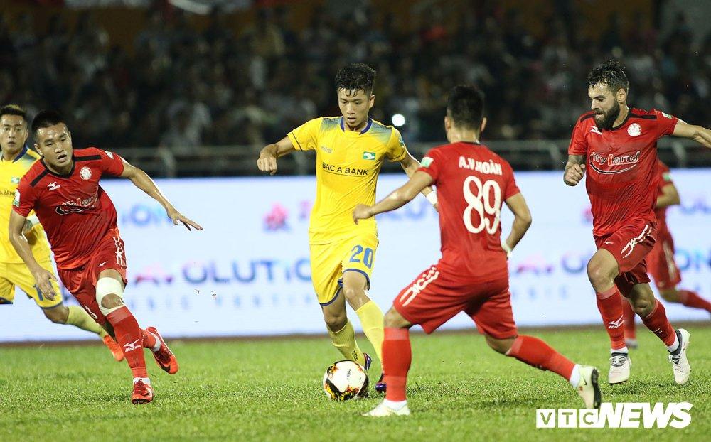 'Ronaldo Viet Nam' am uc khoc trong ngay doi Cong Vinh lam dieu chua tung co o V-League hinh anh 10