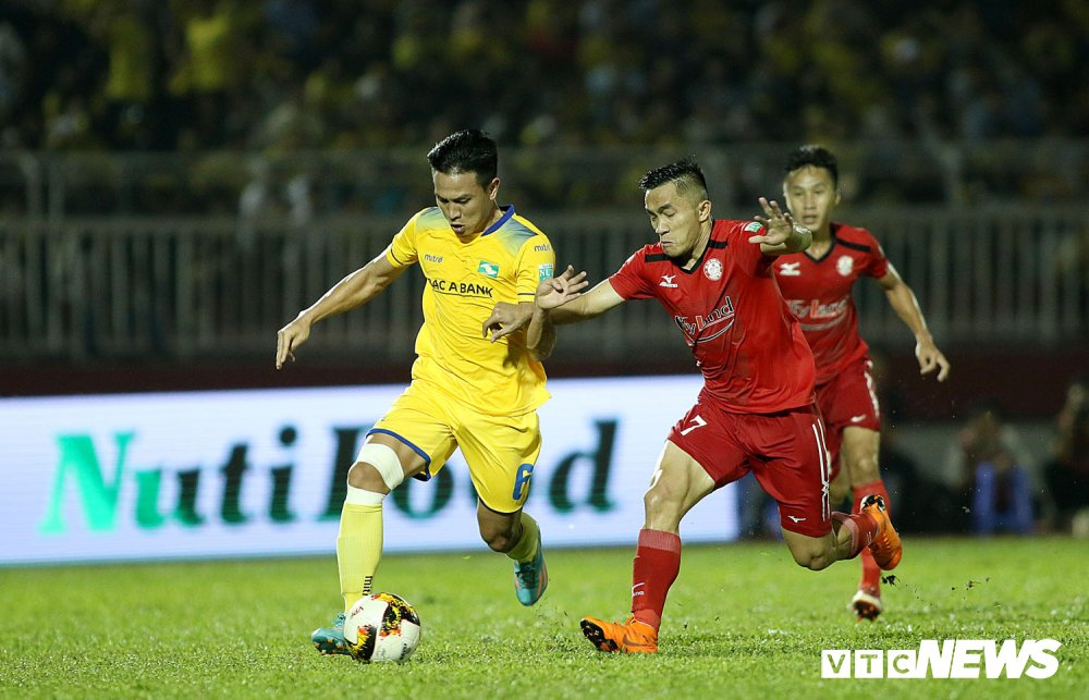 'Ronaldo Viet Nam' am uc khoc trong ngay doi Cong Vinh lam dieu chua tung co o V-League hinh anh 17