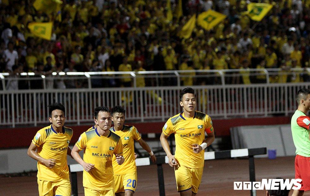 'Ronaldo Viet Nam' am uc khoc trong ngay doi Cong Vinh lam dieu chua tung co o V-League hinh anh 18