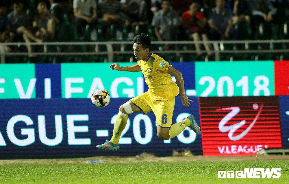 'Ronaldo Viet Nam' am uc khoc trong ngay doi Cong Vinh lam dieu chua tung co o V-League hinh anh 16