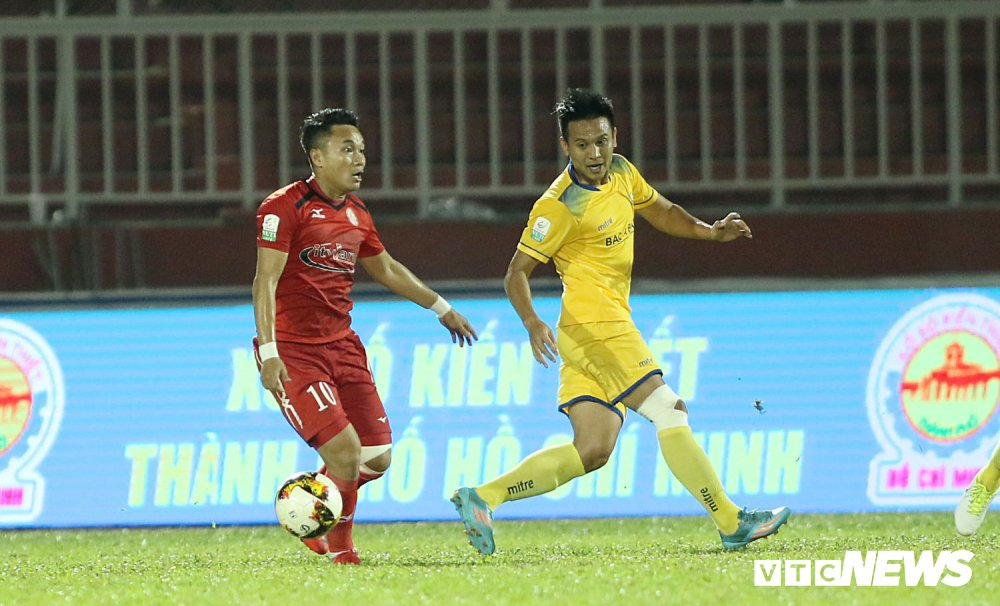 'Ronaldo Viet Nam' am uc khoc trong ngay doi Cong Vinh lam dieu chua tung co o V-League hinh anh 3