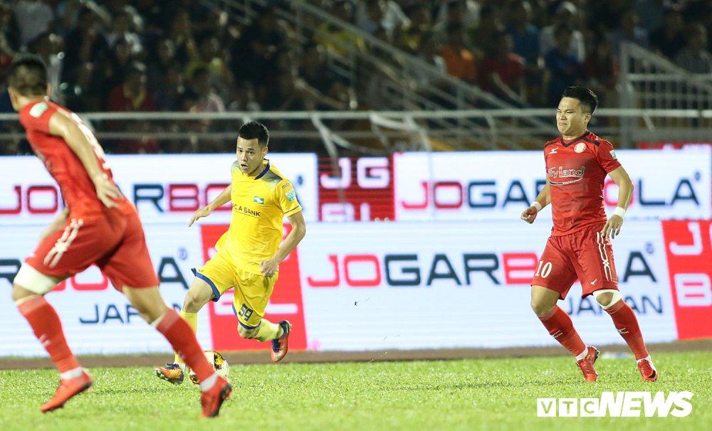 'Ronaldo Viet Nam' am uc khoc trong ngay doi Cong Vinh lam dieu chua tung co o V-League hinh anh 4
