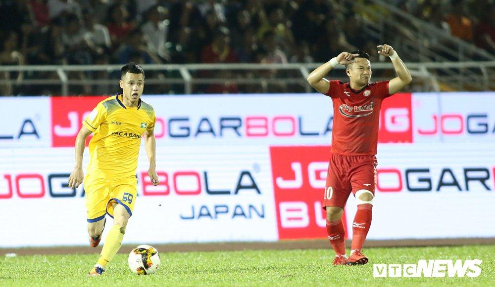 'Ronaldo Viet Nam' am uc khoc trong ngay doi Cong Vinh lam dieu chua tung co o V-League hinh anh 5