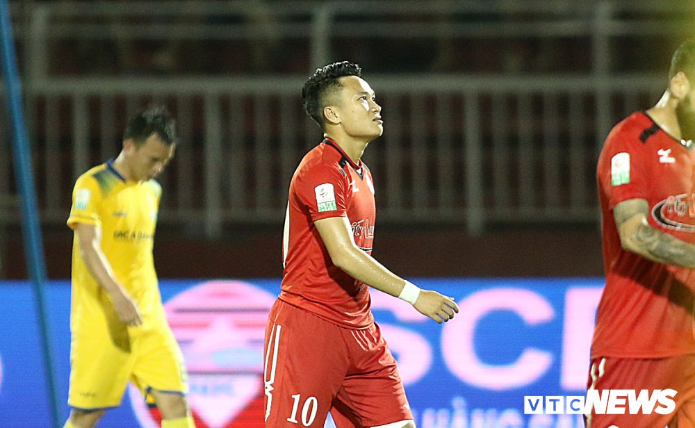 'Ronaldo Viet Nam' am uc khoc trong ngay doi Cong Vinh lam dieu chua tung co o V-League hinh anh 6