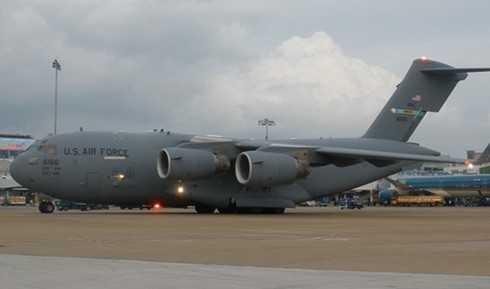 May bay Boeing C17 trong doan cua Tong thong Obama vua roi TP.HCM hinh anh 2