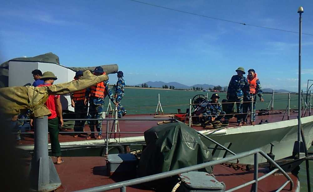 Hinh anh dien bien tim kiem cuu nan may bay Su-30MK2 hinh anh 3