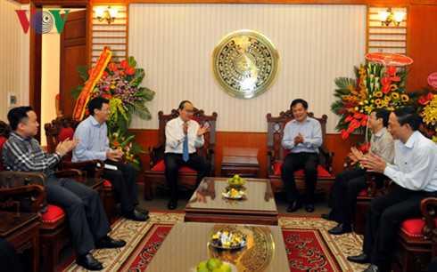 Ong Nguyen Thien Nhan chuc mung Cong thong tin dien tu Chinh phu hinh anh 1