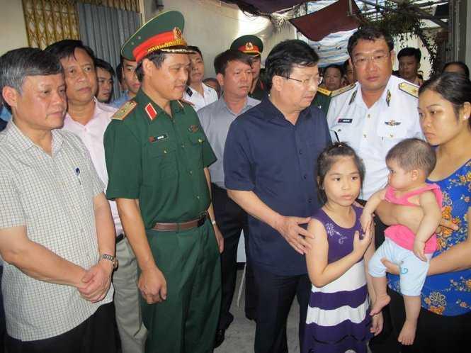 Pho Thu tuong den tham gia dinh chien sy tren may bay Casa-212 gap nan hinh anh 1