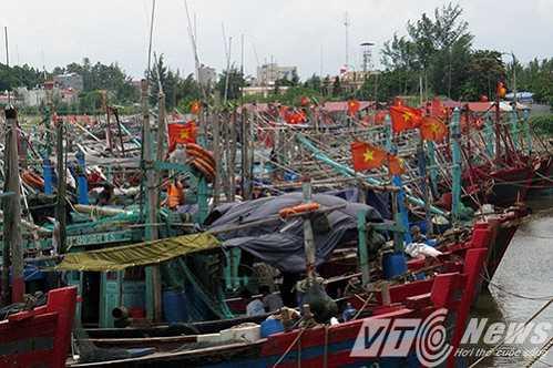 Bao so 1 - tin moi nhat: Bao do bo Quang Ninh, Hai Phong, Thai Binh, Nam Dinh, Thanh Hoa hinh anh 4