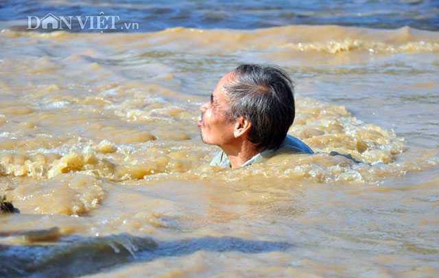 Hoang tan sau lu du, dan lieu minh boi suoi 'vot loc troi cho' hinh anh 5