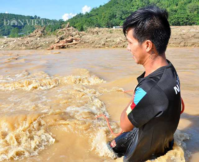 Hoang tan sau lu du, dan lieu minh boi suoi 'vot loc troi cho' hinh anh 3