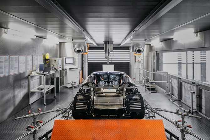 Kham pha qua trinh che tac sieu xe 'trieu do' Bugatti Chiron hinh anh 8