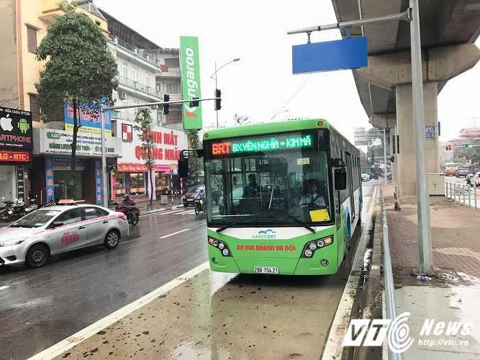 Xe buyt nhanh BRT Ha Noi co gia hon 5 ty dong, vi sao? hinh anh 1