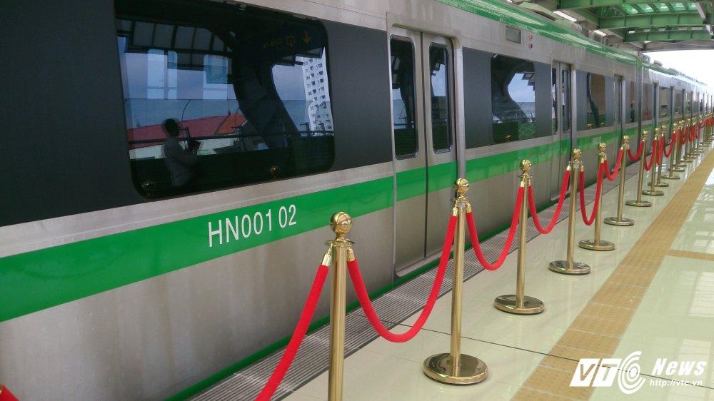 Anh: Dan Thu do tan mat kham pha ga duong sat tren cao Cat Linh-Ha Dong hinh anh 2