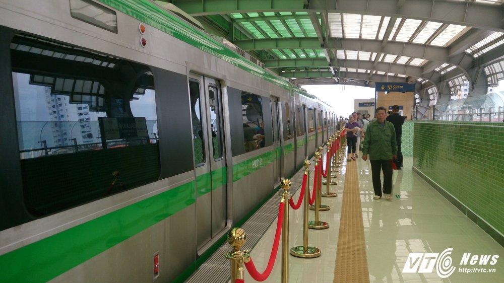 Anh: Dan Thu do tan mat kham pha ga duong sat tren cao Cat Linh-Ha Dong hinh anh 3