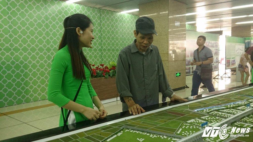 Anh: Dan Thu do tan mat kham pha ga duong sat tren cao Cat Linh-Ha Dong hinh anh 7